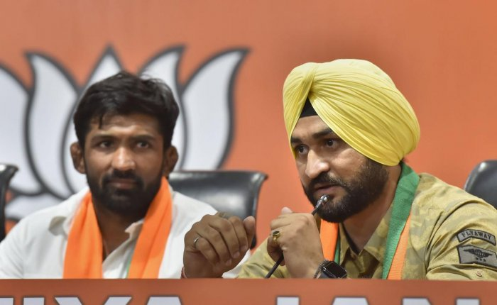 Former Indian hockey captain Sandeep Singh and Olympic medallist wrestler Yogeshwar Dutt (PTI Photo)