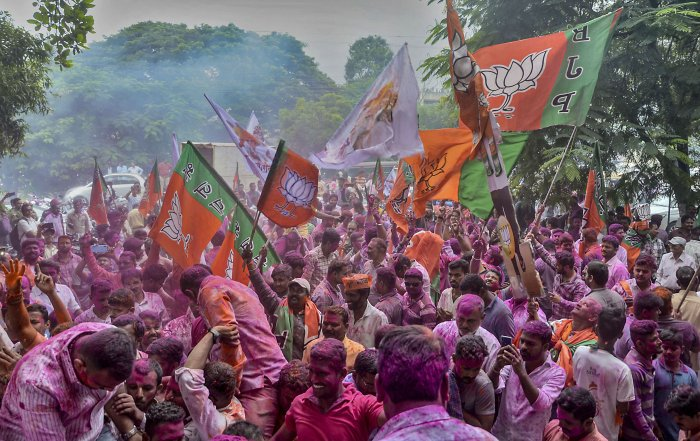 BJP party workers celebrate BJP's victory in Maharashatra's Assembly election at Sangli. (PTI PHoto)
