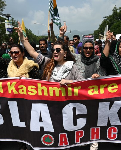 Protesters of the All Parties Hurriyat Conference (APHC) shout anti-Indian slogans near the Indian High Commission during a protest rally in Islamabad on August 15, 2019, as they observe a 'Black Day' . (AFP Photo)