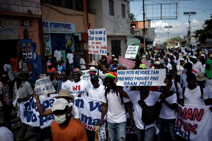 People take part in a demonstration organised by police officers to demand improvements in their labour conditions, in the streets of Petion Ville, Port-au-Prince, Haiti. (Reuters Photo)