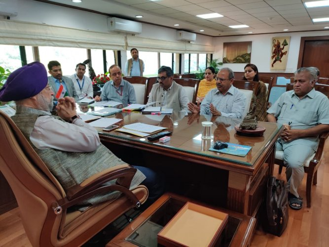 BMS leaders with Hardeep Singh Puri. (Twitter)