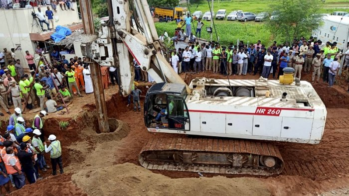 Operation still underway to rescue the 2-year-old Sujith Wilson who fell into a 25-feet deep borewell in Nadukattupatti, Tiruchirappalli district Yesterday, the boy fell further down the borewell, currently stuck at 100 feet. (PTI PHoto)