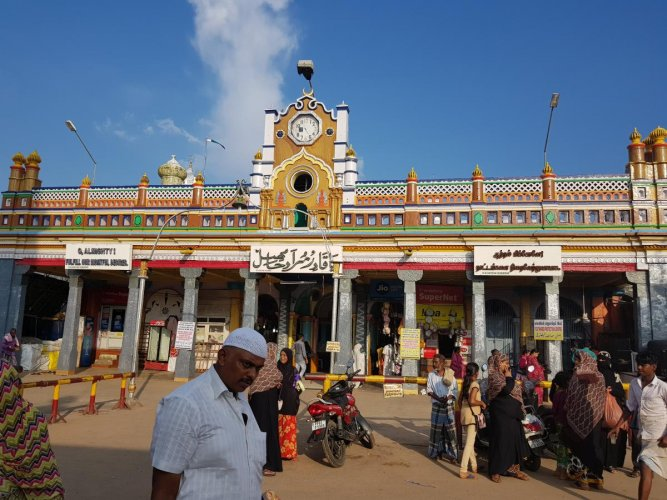They were on a visit of Muslim pilgrim centre of Nagore in Nagapattinam district.