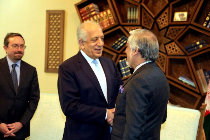 US special representative for Afghanistan, Zalmay Khalilzad shakes hand with Afghanistan Chief Executive Abdullah Abdullah in Kabul. (Reuters Photo)