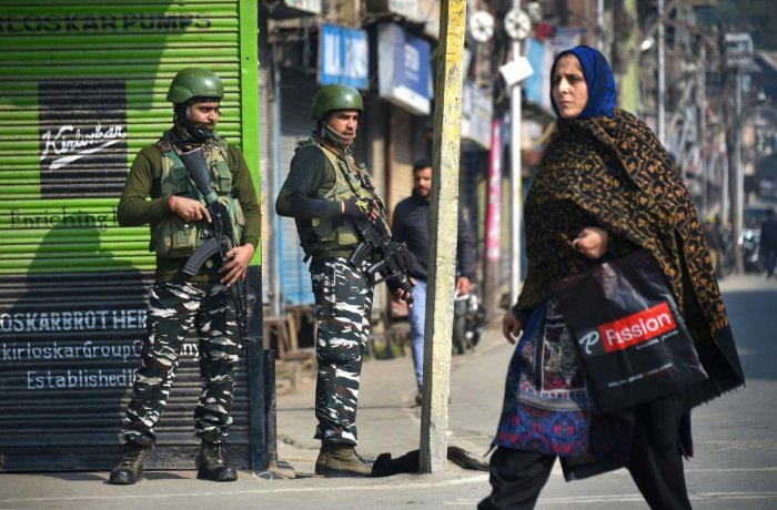 Normal life remained disrupted in Kashmir for the 86th day on Tuesday following the August 5 decision to revoke Article 370 of the Constitution and bifurcate Jammu and Kashmir into two union territories. Photo/PTI