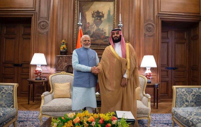 Saudi Crown Prince Mohammed bin Salman (R) meets with India's Prime Minister Narendra Modi. AFP Photo