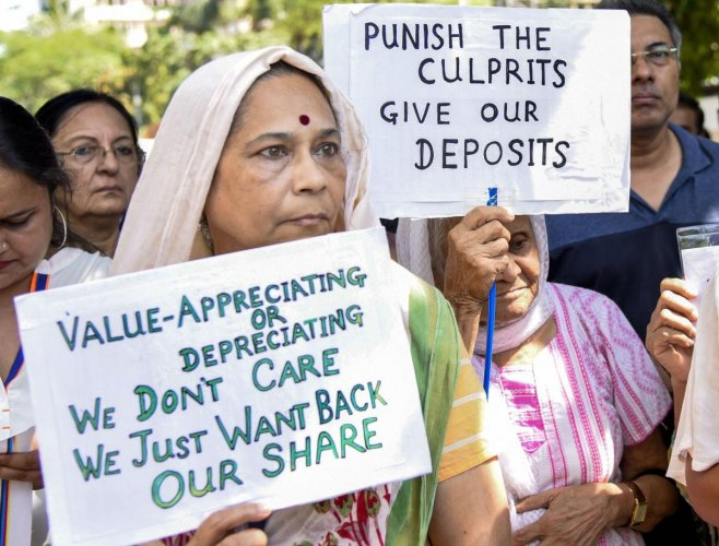 Depositors of PMC Bank protest outside the Reserve Bank of India, at BKC in Mumbai, Tuesday, Oct. 29, 2019. (PTI Photo)