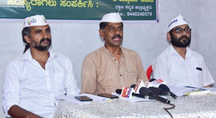 Karnataka Rashtra Samithi State President Ravikrishna Reddy speaks to reporters in Mangaluru on Wednesday.