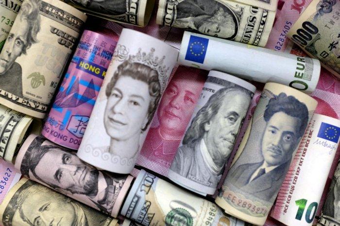 Euro, Hong Kong dollar, U.S. dollar, Japanese yen, pound and Chinese 100 yuan banknotes. (Reuters Photo)