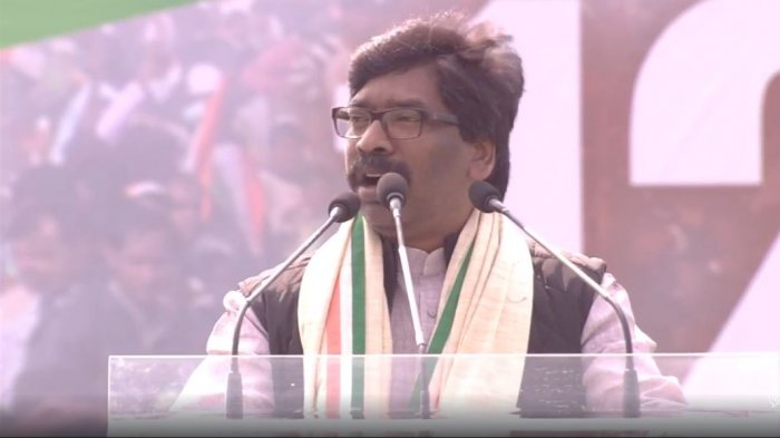 The Congress, which has dropped ample hints of playing second fiddle to JMM, may project Hemant Soren, son of JMM chief Shibu Soren, who earlier served as CM, as the alliance Chief Ministerial candidate.