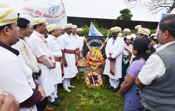 Tributes were paid at Guddemane Appaiah Gowda Memorial in Old Fort, Madikeri, on Friday.