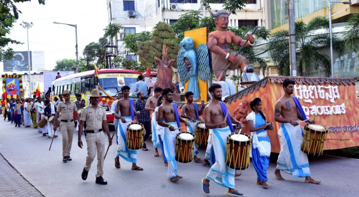 A cultural procession was taken out on the occasion of Karnataka Rajyotsava in Mangaluru on Friday.