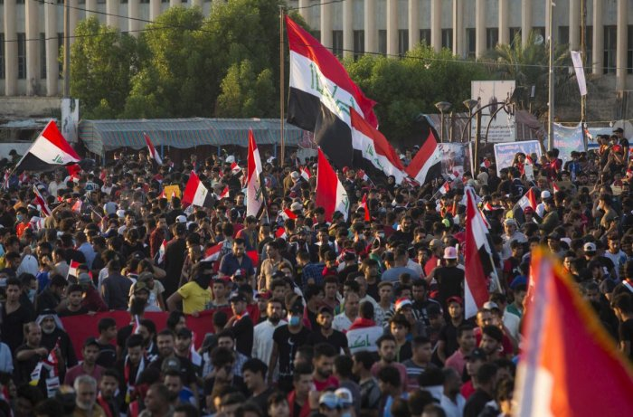 Iraqis take part in an anti-government protest in the southern city of Basra on November 1, 2019. - Iraq's top cleric warned foreign actors today against interfering in his country's anti-government protests as they entered a second month despite pledges