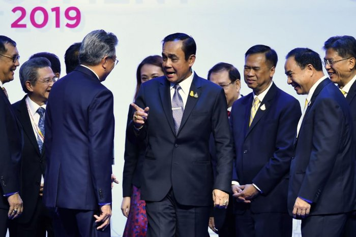 Thailand prime minister Prayut Chan-O-Cha (C) greets distinguished guests at a business forum on the sidelines of the 35th Association of Southeast Asian Nations (ASEAN) summit in Bangkok (AFP Photo)