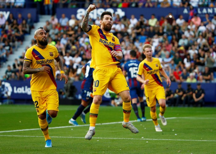 Barcelona's Lionel Messi celebrates scoring their first goal from the penalty spot (Reuters Photo)