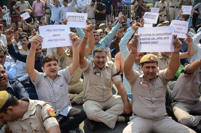 Delhi police officers take part in a protest in New Delhi. (AFP Photo)