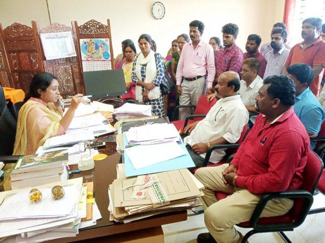 Dismissed outsourced workers meet Additional Deputy Commissioner Dr Sneha in Madikeri and submit a memorandum.