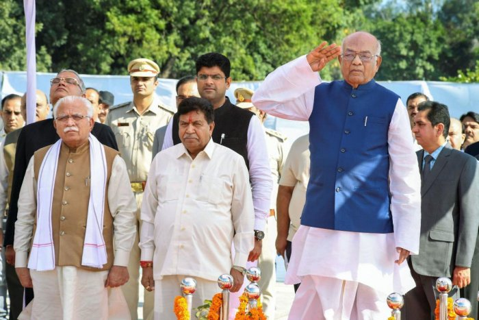 Haryana Governor Satyadeo Narain Arya inspects a guard of honour before delivering his address to the newly constituted state assembly on the second day of the 14th Haryana Vidhan Sabha session, in Chandigarh on Tuesday. Haryana Chief Minister Manohar Lal and Deputy Chief Minister Dushyant Chautala are also seen. (PTI Photo)