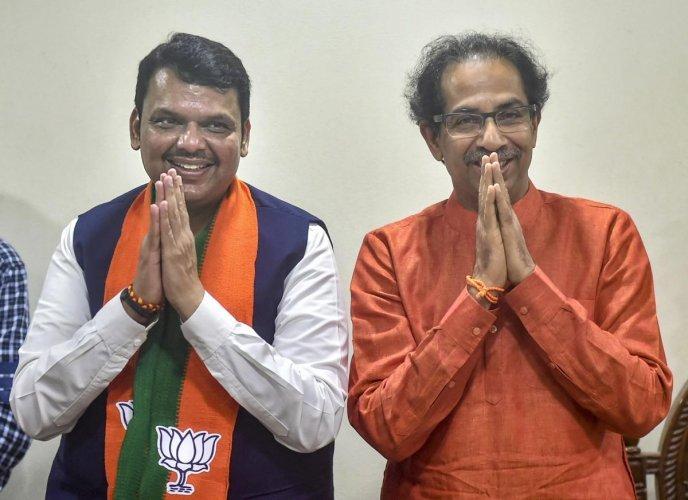 Maharshtra Chief Minister Devendra Fadnavis (L) and Shiv Sena chief Uddhav Thackeray (R) (Photo/PTI)