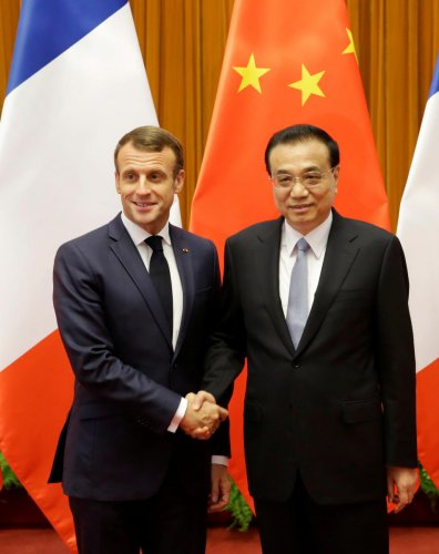 French President Emmanuel Macron shakes hands with Chinese Premier Li Keqiang before a meeting at the Great Hall of the People in Beijing, China November 6, 2019. (REUTERS)