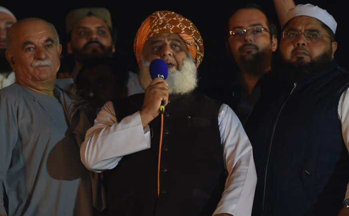 """Islamic political party Jamiat Ulema-e-Islam (JUI) leader Maulana Fazlur Rehman (C) delivers a speech during an anti-government """"Azadi (Freedom) March"""" in Islamabad on November 3, 2019. (AFP File Photo)"""