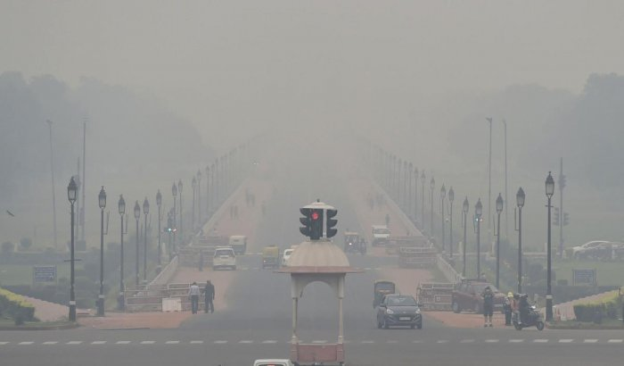 Vehicles ply on a road amid thick smog, in New Delhi on Thursday. (PTI Photo)