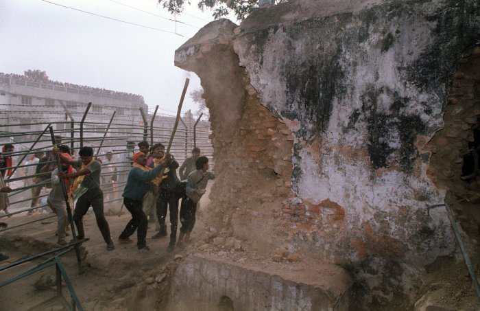 Hindu fundamentalists attack the wall of the 16th century Babri Mosque with iron rods at a disputed holy site in the city of Ayodhya. - India's top court on October 16 finally brought the curtains down on hearings in an epic, long-running and emotive legal case over a religious site claimed by both Hindus and Muslims. (AFP Photo)