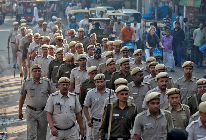 Police officers conduct a flag march in a street outside Jama Masjid, before Supreme Court's verdict on a disputed religious site claimed by both majority Hindus and Muslim in Ayodhya, in the old quarters of Delhi, India, November 9, 2019. (Reuters photo)