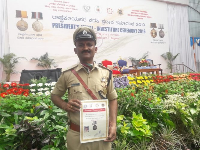 M Srinivas, an assistant craftsman from the KSRTC's regional workshop in the city, has received the President's Medal for his selfless acts and bravery. (DH Photo)