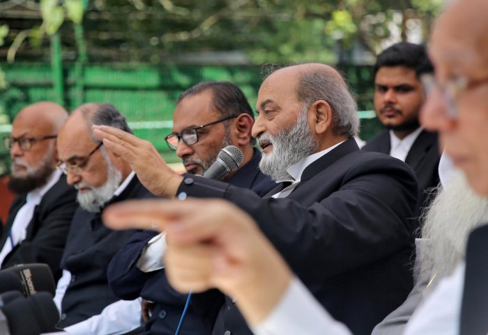 Zafaryab Jilani, a lawyer of All India Muslim Personal Law Board, speaks during a news conference after Supreme Court's verdict on a disputed religious site in Ayodhya, in New Delhi, India November 9, 2019. (REUTERS)