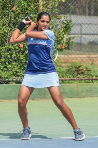 Reshma Maruri's coach and India Davis Cup coach Zeeshan Ali sees shades of Sania Mirza in the young tennis player. DH PHOTO/ S K DINESH