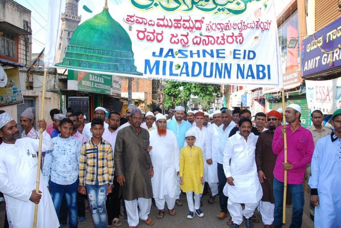 Muslims leaders under the banner of Anjuman-E-Islam Society take out a procession during Eid-Milad in Dharwad on Sunday. (DH Photo)