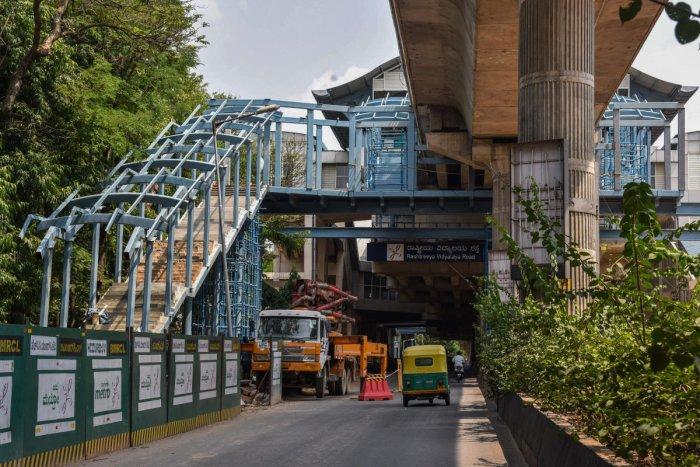 Namma Metro rail station construction work is going on at Rashtreeya Vidyala (RV) Road station. (DH Photo)