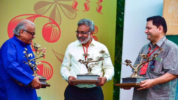 Bangalore Literature Festival (BLF) Book Prize award (from left) Dr H S Venkatesha Murthy, Tony Joseph and Udayan Mitra are seen at the BLF organised by Atta Galatta, at hotel Lalit Ashok in Bengaluru on Sunday. (DH Photo)