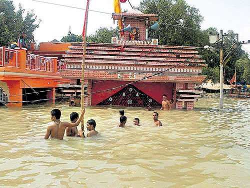Flood fury continues in Bihar, toll touches 153