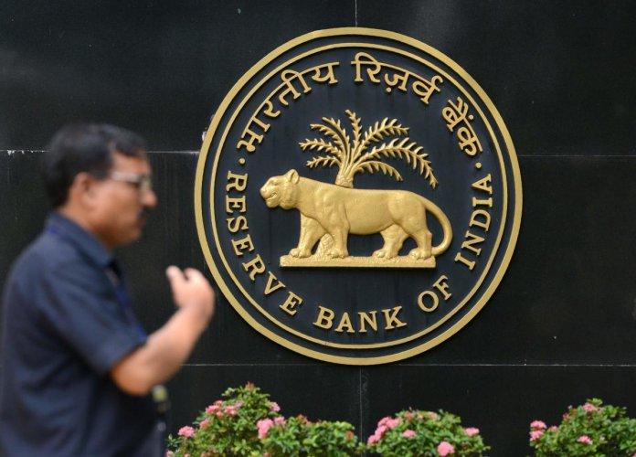 Indian bonds slump after RBI deputy warns of banks' high interest rate risks
