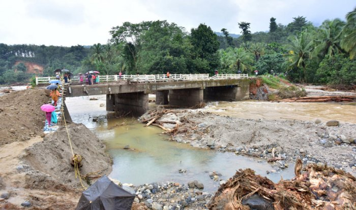 Officials acknowledge that government land was increasingly difficult to find. But they also maintain that it was within the means of the government to make all the required arrangements for the affected population.(DH Photo)