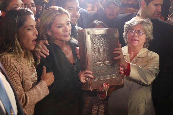 Bolivian Senator Jeanine Anez declares herself as Interim President of Bolivia (Reuters Photo)