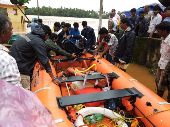 Health minister Eknath Shinde has sent medical teams to the flood-affected areas. DH photo
