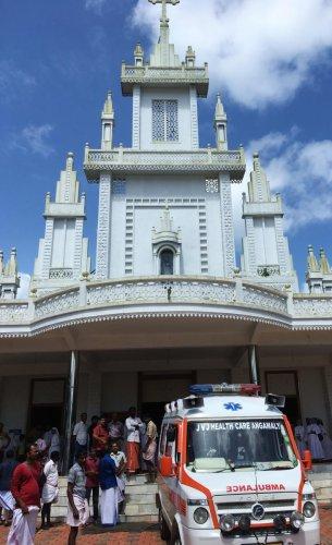An ambulance brings the dead to the church in Kuthiathode on Tuesday. DH Photo/ R Krishnakumar