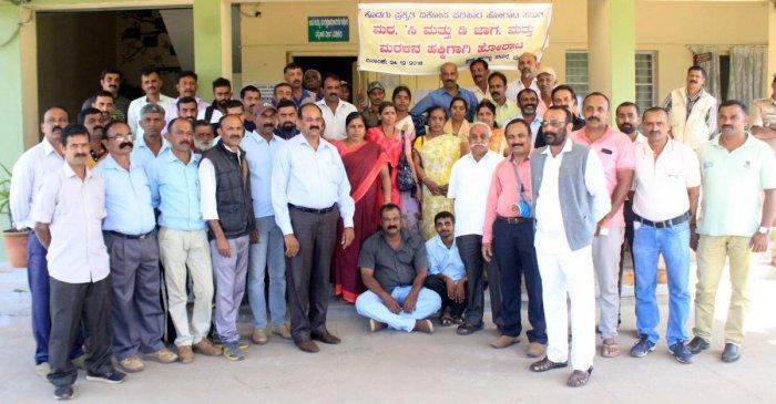 Members of the Prakruthi Vikopa Santrasthara Horata Samiti stage a protest in front of Aranya Bhavana in Madikeri on Monday.