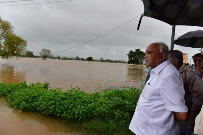 Chief Minister B S Yediyurappa inspecting the flood. DH Photo