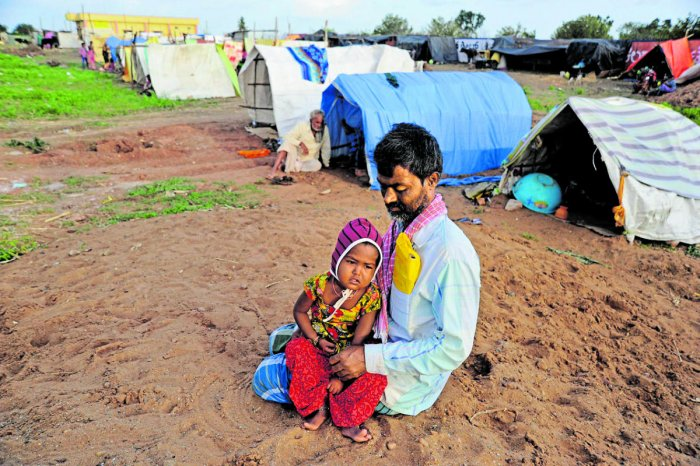 Ismail Saab and three-year-old Anjum at a relief camp in Konnur village of Gadag district. DH Photo/Pushkar V