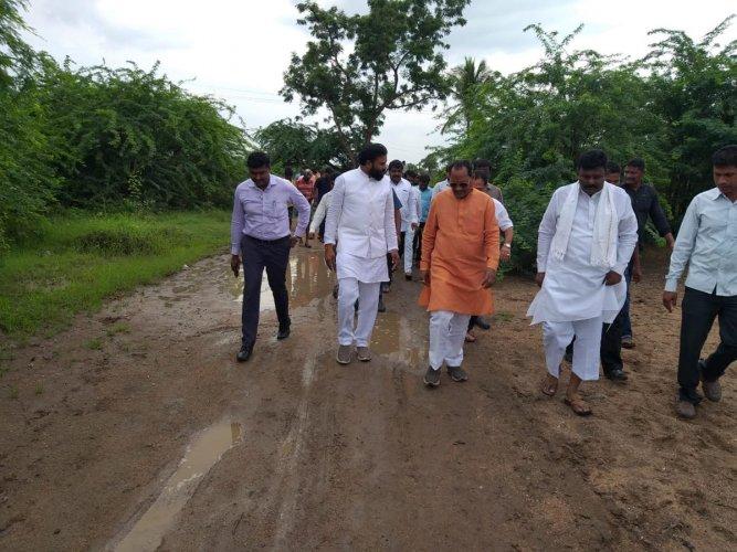 New ministers Sriramulu and Prabhu Chavan take stock of flood-hit areas in Karnataka