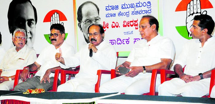 Former Union minister M Veerappa Moily addresses mediapersons at Congress Bhavan in Udupi on Saturday.