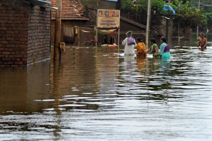 A total of 2,798 villages in 103 taluks of 22 districts in the state was affected by the floods, in which around seven lakh people were shifted to safe areas. Ninety-one people died and about 3,400 heads of cattle perished in the rains and floods in August. Photo/DH