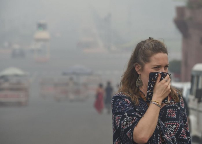 The pedestrian wears an anti-pollution mask amid heavy smog as the air quality further dips to 'severe' category, in New Delhi. (PTI Photo)