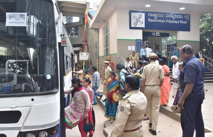 Free BMTC bus service from RV road to Yelchenahalli due to developing RV Road Metro station as an interchange between the Green Line and the upcoming Electronic City Metro Corridor in Bengaluru. (DH Photo)
