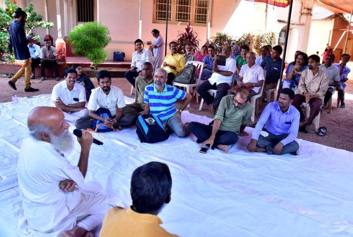 Theatre activist Prasanna Heggodu speaks at an interaction organised at Roshni Nilaya School of Social Work in Mangaluru on Friday.