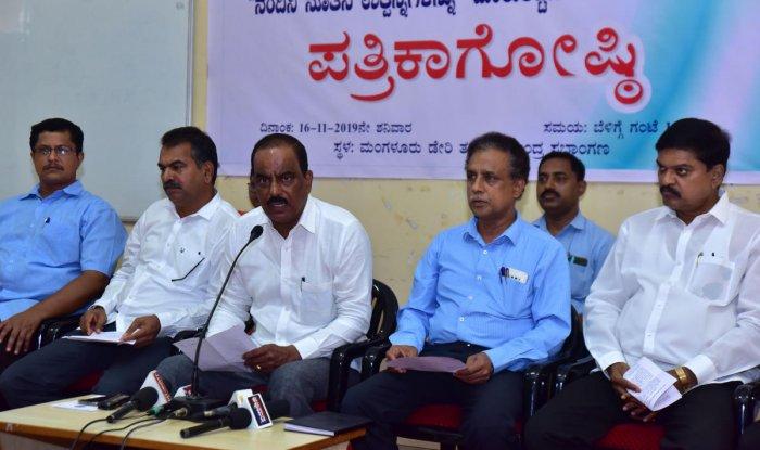 Dakshina Kannada Milk Producers Union Ltd President Raviraj Hegde speaks to mediapersons in Mangaluru on Saturday. DH Photo